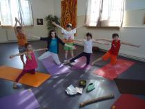 Yoga kids 2014 un soleil une lune et des etoiles